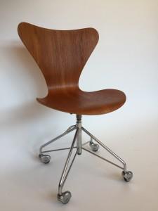 Newly re-finished Mid-century Modern Series 7 Arne Jacobsen for Fritz Hansen - Denmark - office chair - (SOLD)