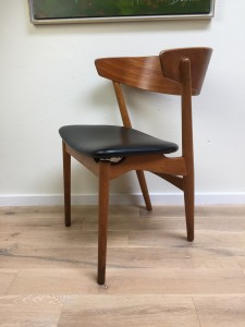 Gorgeous Mid-century Modern teak and oak dining chair and or desk chair - made in Denmark - stamped at base - this beauty has an incredible presence - form and function and lets add beauty :) - fantastic vintage condition (SOLD)