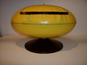 Funky Space-age Char B que - electric - perfect for indoors or on your patio - almost as good as a Barbeque - but definately cooler looking - (SOLD)
