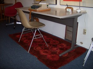 Super cool, Eames desk for Herman Miller - in really nice condition - it even has a pull out pen/pencil drawer - (SOLD)