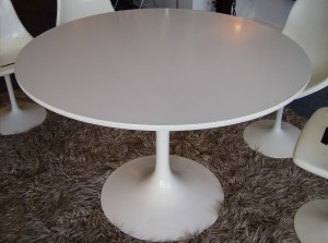 """Vintage 1960's Saarinen style tulip dining table - really nice condition/super clean - previous owner's kept such good care of this table - 41""""diameter - (SOLD)"""