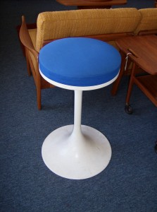 """Hard to find Vintage Saarinen style tulip swivel stool - 24""""height add another 2"""" to include the seat pad - nice vintage condition (SOLD)"""