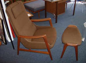 Striking teak lounge chair with ottoman - Manufactured by Westnofa and sold by House of Teak in Winnipeg back in the day - wonderful chocolate brown upholstery in excellent condtion - no rips or tear or fading - the perfect lounge/reading chair, it has all the right curves - (SOLD)