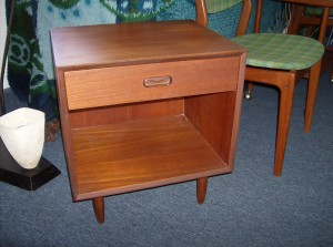 Fantastic Mid-century modern teak bedside end table w/drawer - perfect for your MCM bedroom - (SOLD)