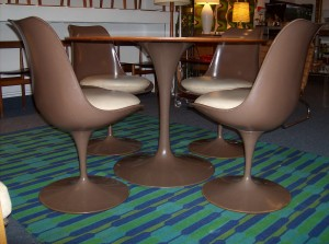 Spectacular Mid-century modern Saarinen style tulip table and chair set - fantastic condition - super functional and comfortable -oh yeah and the chairs swivel - SOLD